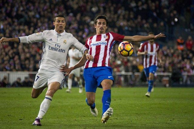 Cristiano Ronaldo y Vrsaljko (Atlético de Madrid - Real Madrid)