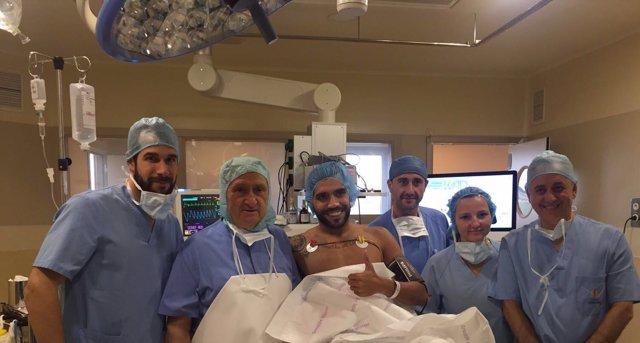 Augusto Fernández y el equipo médico de la Clínica Cemtro