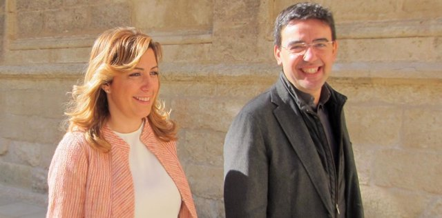 Susana Díaz llega al Pleno del Parlamento con Mario Jiménez