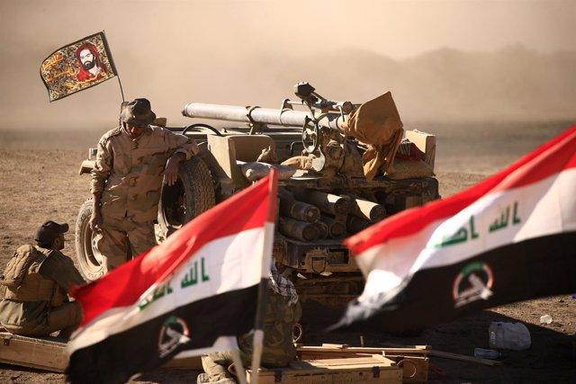 Milicianos chiíes cerca del aeropuerto de Tal Afar