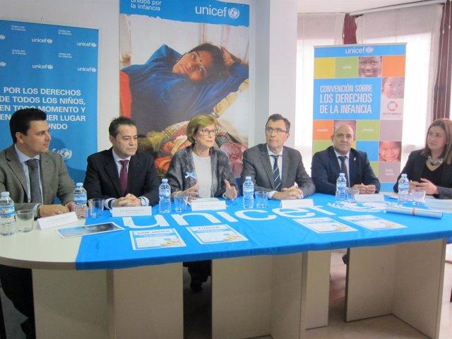 Marzal junto a los alcaldes de los municipios reconocidos por Unicef