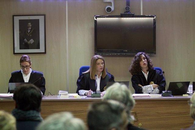 Las juezas de la sección primera de la Audiencia de Palma Rocío Martín, Samantha