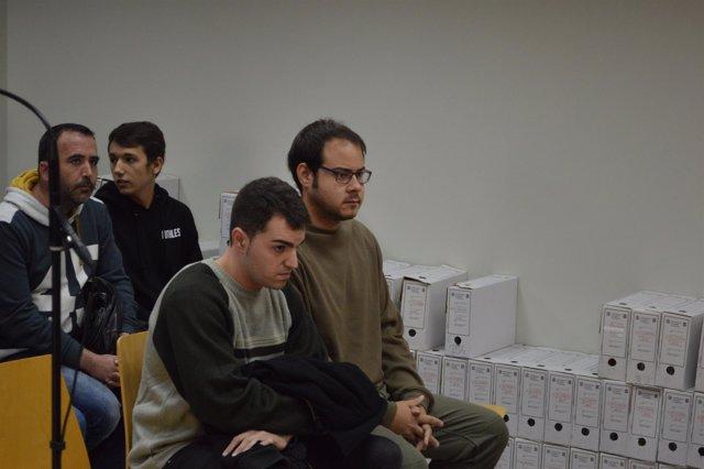 Pablo Hasél junto A Eloi Yebra en el juzgado de Lleida