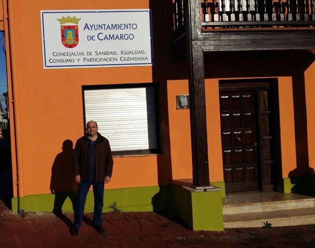 Marcelo Campos en la casa naranja de Cros