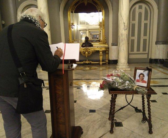 Libro de condolencias en memoria de Barberá en el Ayuntamiento de Valencia