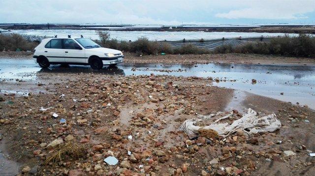 Las fuertes lluvias de estos días han causado destrozos en algunas carreteras.