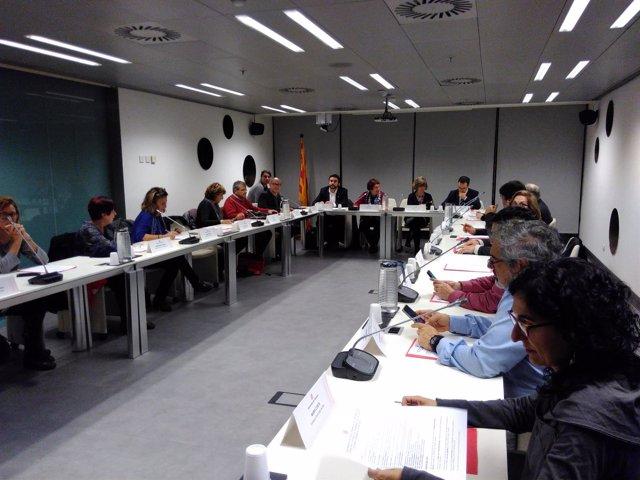 Las conselleras Dolors Bassa y Meritxell Borras en una reunión con entidades