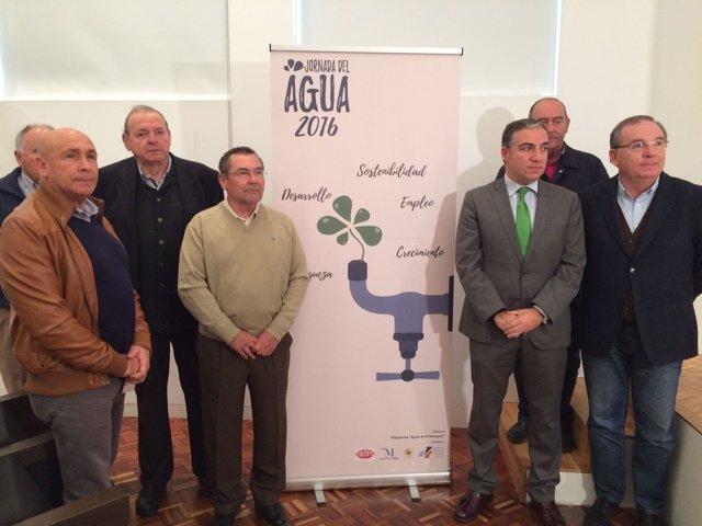 Elías Bendodo presidente Diputación presenta jornada del agua axarquía