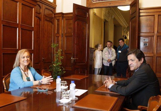 Reunión de Mercedes Fernández y Javier Fernández.