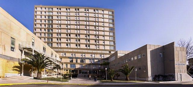 Fachada del Hospital San Carlos en San Fernando (Cádiz)