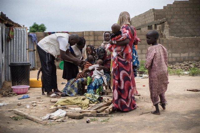 Personal de ACH atiende a niños con desnutrición en Nigeria