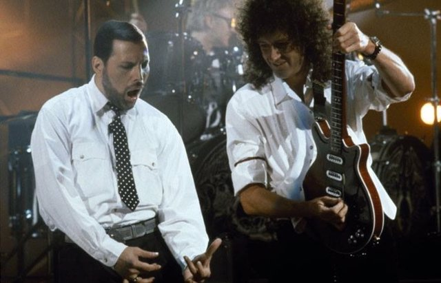 FREDDIE MERCURY Y BRIAN MAY