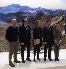 Autoridades de Palencia junto al consejero de Empleo, en el expositor de Intur