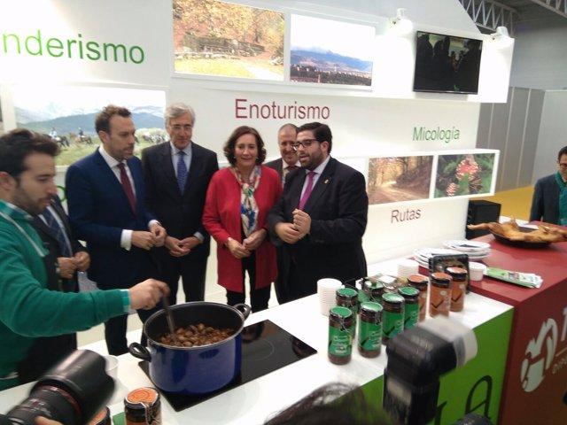 El presidente de la Diputación de Ávila, junto a la consejera de Cultura