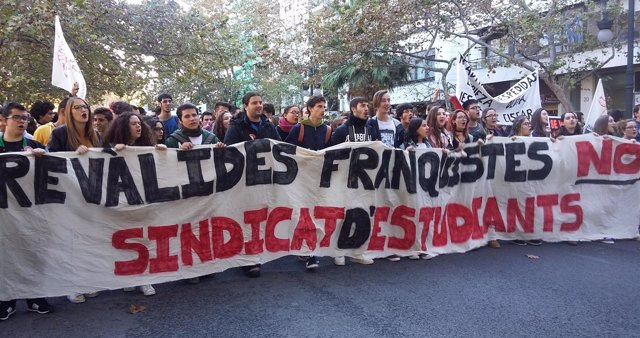 Manifestación de estudiantes contra la Lomce y las reválidas en Valencia