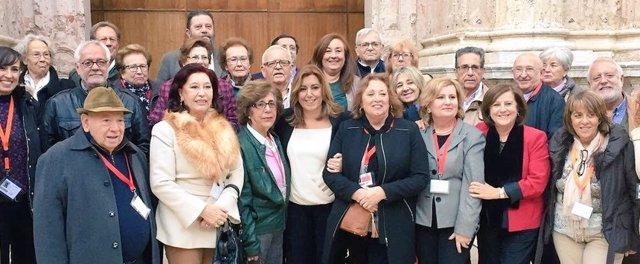 Susana Díaz con asociaciones de mayores tras aprobar la iniciativa parlamentaria