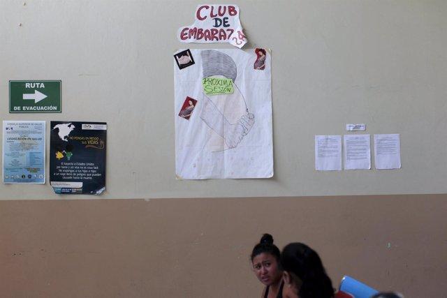 Clínica de atención a embarazadas en El Salvador