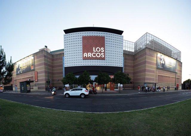 El Centro Comercial Los Arcos abrirá este viernes hasta las 23.00 horas.