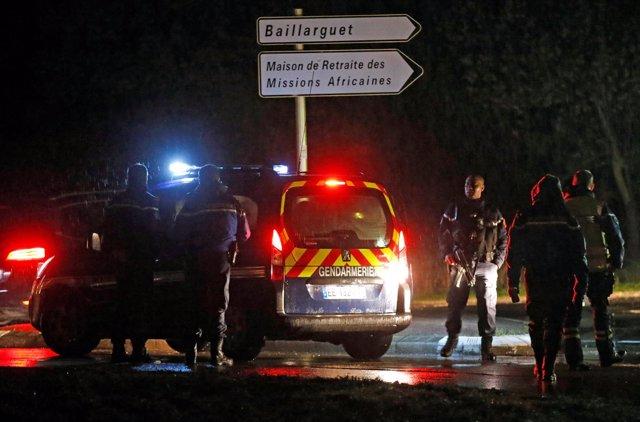 Mata a una mujer en un centro de monjes jubilados en Francia y se da a la fuga