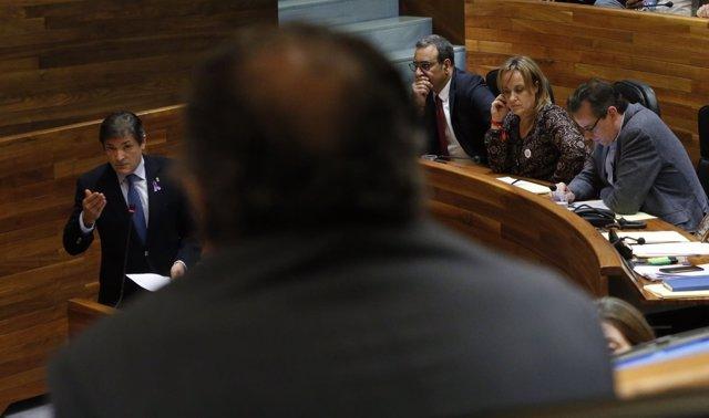 Javier Fernández en la Junta General