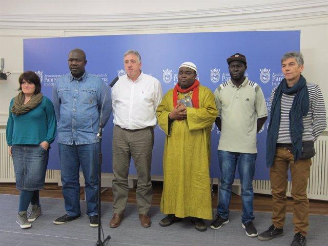 Asiron junto a representantes de SOS Racismo y la comunidad africana