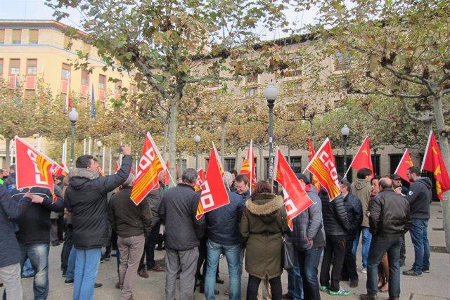Concentración para reclamar el mantenimiento de la Central Térmica de Andorra