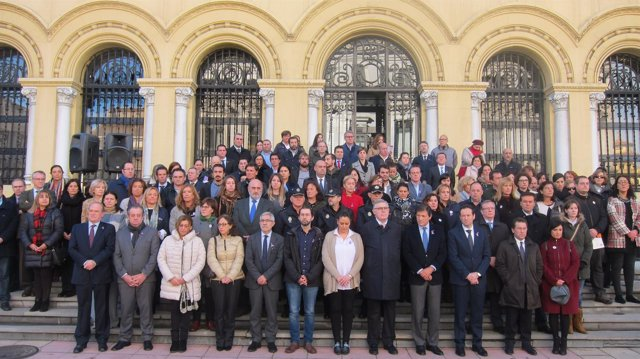 Representantes institucionales en la concentración del 25-N