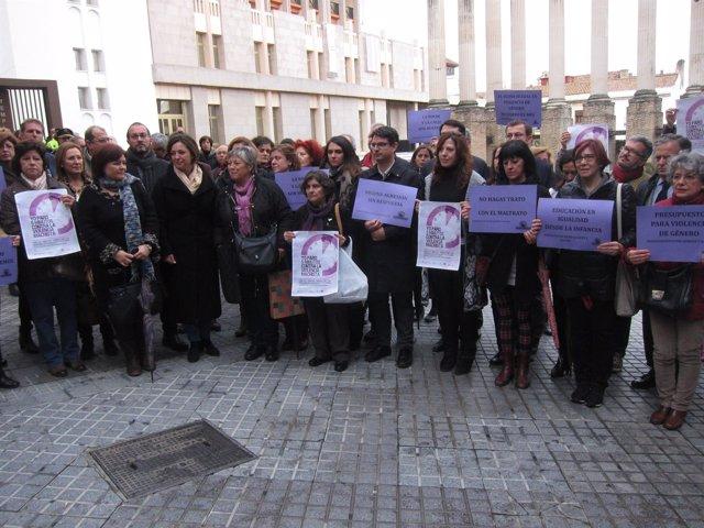 Concentración con Ruth Ortiz e Isabel Ambrosio por la Violencia Contra la Mujer