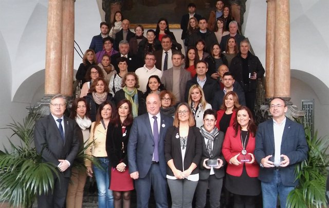 Ruiz (centro), junto a otras autoridades y premiados