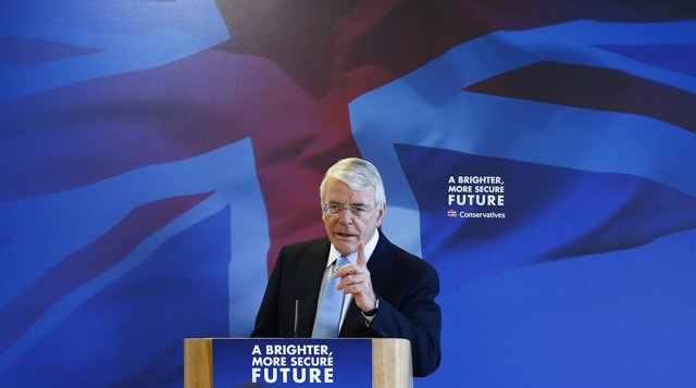 John Major durante un discurso electoral