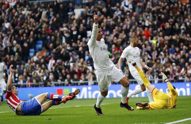 Cristiano Ronaldo Cuéllar Benzema Real Madrid Sporting Gijón