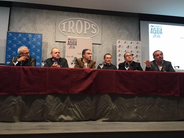 El presidente de la Diputación, Elías Bendodo, inaugura unas jornas en Vélez