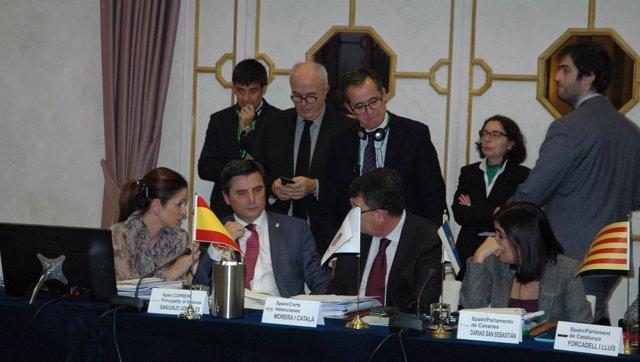 La presidenta de las Cortes de CyL, a la izquierda, durante la reunión