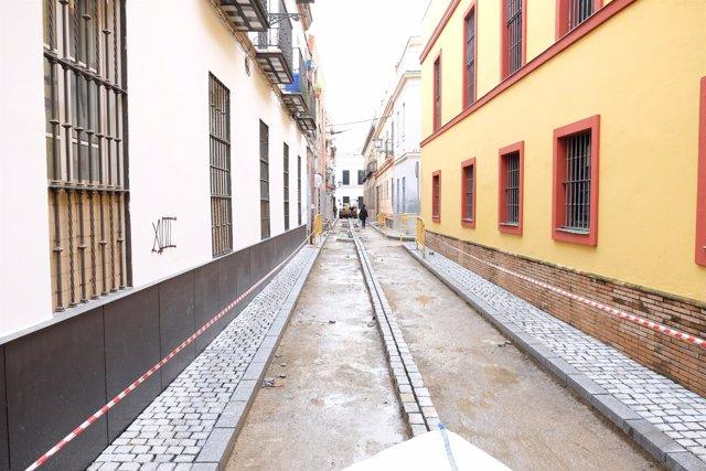 Urbanismo renuecva el firme de la calle Yuste, en casco antiguo de Sevilla