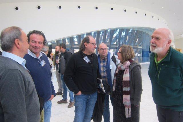 Taboada conversa con el portavoz de Xixón Sí Puede en la jornada municipalista.