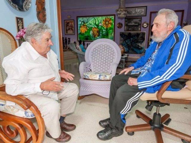 El presidente de Uruguay, José Mujica, y el líder cubano, Fidel Castro.
