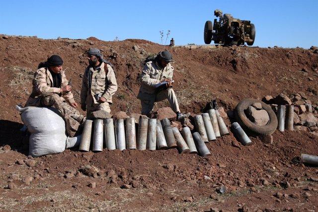Rebeldes sirios con artillería pesada
