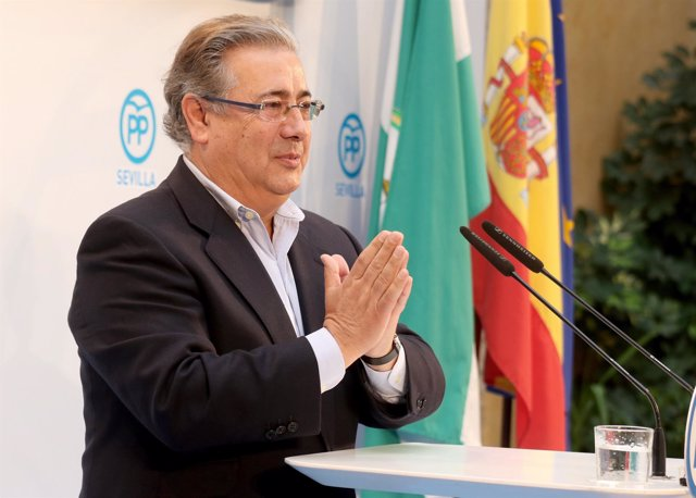 El ministro de Interior, Juan Ignacio Zoido, en Carmona (Sevilla)