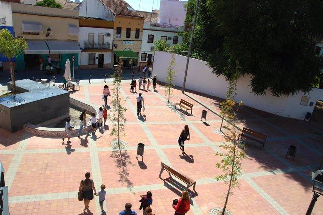 Plaza del centro de Tomares, junto a Blas Infante