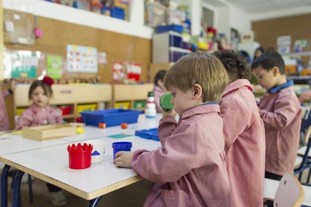 Colegio, aula, primaria, infantil, clase, niño, niña, niños, jugando, jugar, jue