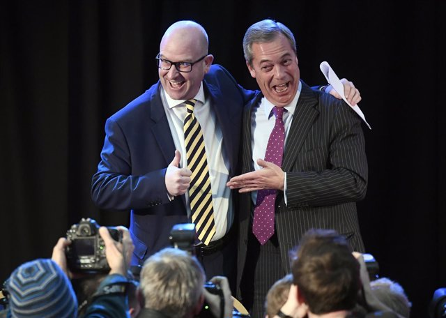 Paul Nuttall, nuevo líder del UKIP, y Nigel Farage