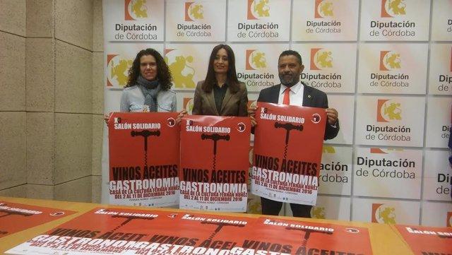 Cañete (centro), durante la presentación del Salón Solidario de Fernán Núñez