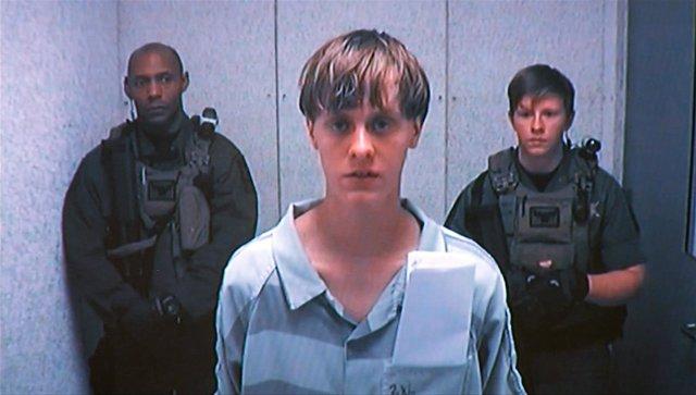 Dylann Roof, autor de la masacre de Charleston, comparece ante el juez