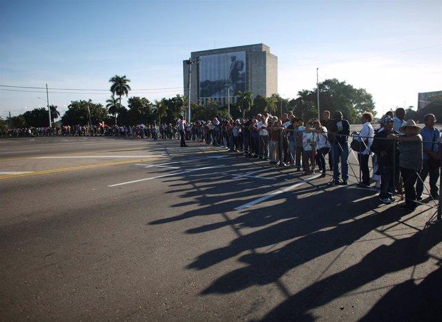 Cola para acceder al memorial de Fidel en La Habana