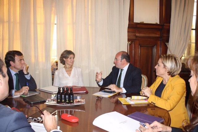 Foto/ El Presidente De La Comunidad Se Reúne Con La Mini Stra De Agricultura, Pe