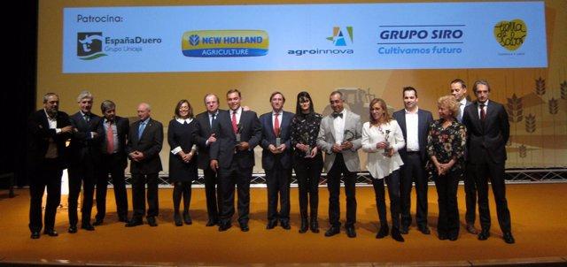 Premiados y autoridades presentes en la gala de entrega de los Premios del Campo