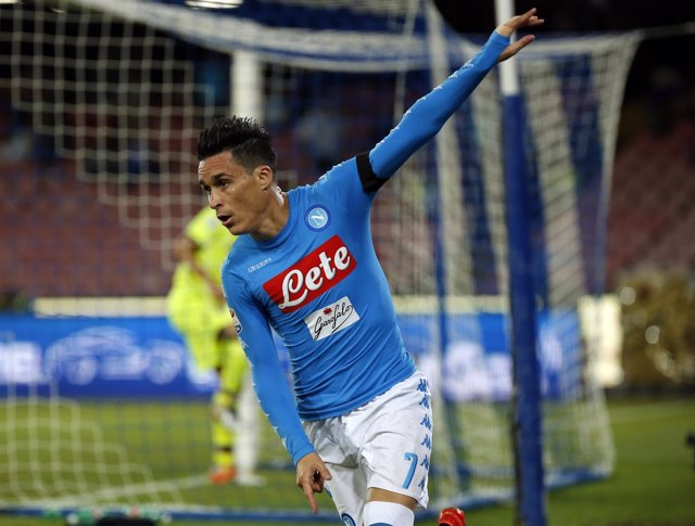 Callejón celebra un gol con el Nápoles