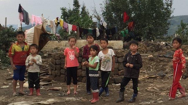 Niños afectados por las inundaciones en Corea del Norte