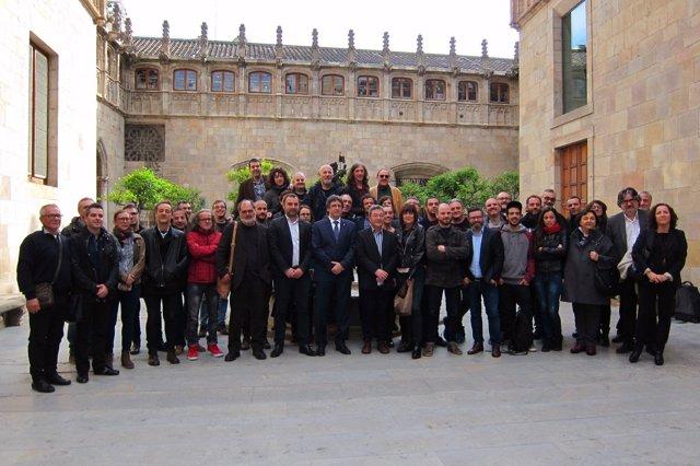El pte.C.Puigdemont con ganadores de los Premis ARC