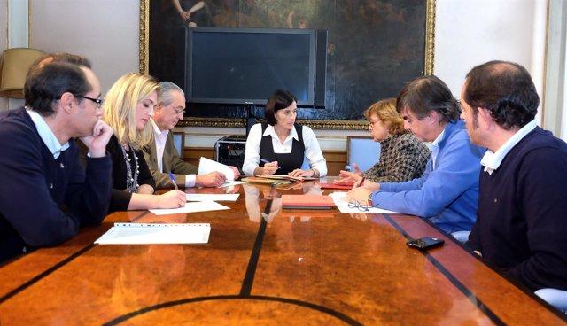 Igual mantiene reuniones con sindicatos, en la foto con CCOO